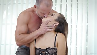Seductive young paramour Cindy Shine allows to cum forth miserly anal hole
